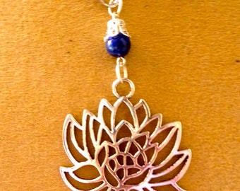 Flower of lotus and lapis lazuli necklace