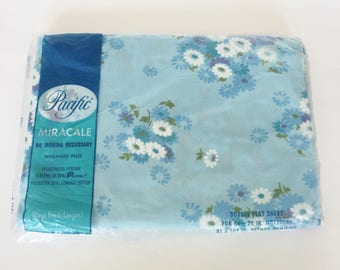 Vintage Blue White Daisy Floral Full Flat Sheet NOS Pacific Miracle Percale Bedding Sheet