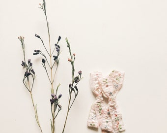 Vintage hand tied bow [ light pink floral ]
