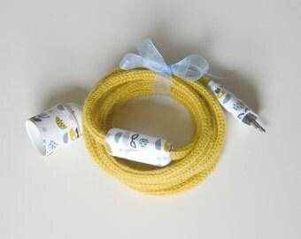 Wandering light in yellow mustard and fabric knitting matching