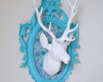 TROPHY, deer head decor wall, white on turquoise blue frame, background fabric Liberty Elysian blue/green, deer, taxidermy