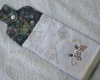 Pine Cone Hanging Kitchen Towel, Christmas Kitchen Towel, Hanging Kitchen Towel, Hanging Towel from Oven Door,Kitchen Hand Towel W Button