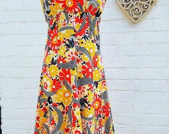 Summer dress size 8 Vintage dress in bold retro print 60s 70s beach dress - festival