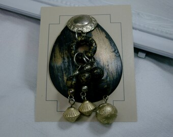 Changeable Badge Cover - Black/Gold Dangle