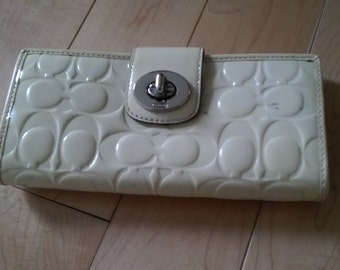 COACH wallet ivory patent leather vernis logo, like new but pen marks