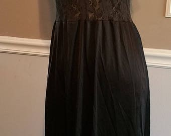 Vanity Fair 3/4 length Nightgown. Size 34