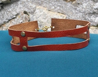 The iron - ras riveted leather neck collar
