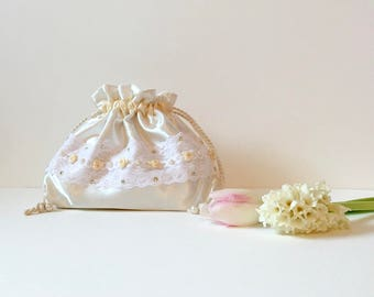 Wedding bag, bridal bag, flower girl bag, white satin and lace drawstring pouch, hand made bag, bridesmaids bag, wedding gift, women's gift