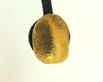 60s thumbprint earrings, hammered metal metallic earrings, abstract 1960s minimalist vintage earrings, costume jewelry