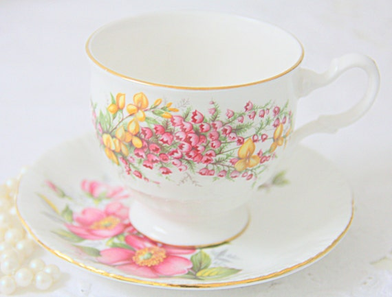 Mismatched Vintage Porcelain Teacup and Antique Saucer, Fragonard Decor