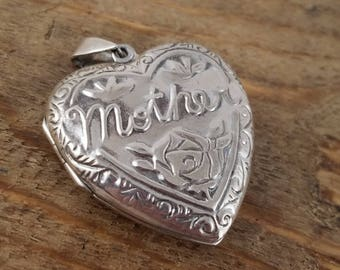 Mother silver heart locket - Mother locket -  Mother heart pendant silver chain necklace - sterling locket OQ2441