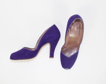 PINUP... vintage 1940's purple suede peep toe pumps