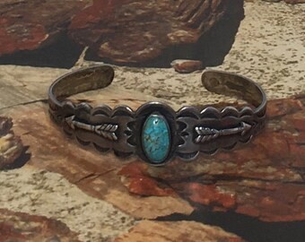 Vintage Early Native American Turquoise Bracelet w/Arrows