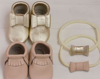 Baby girl set: moccasins and one size headband/ pale pink and golden mocs