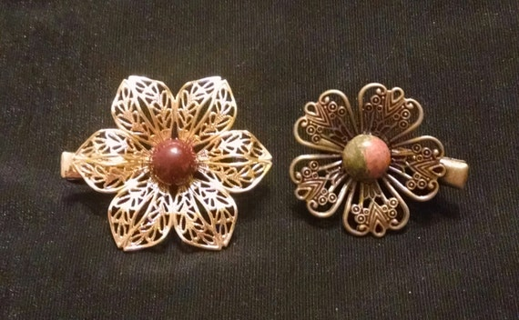 RETRO BLOSSOMS Exquisite set of two tichel clips with natural stones, scarf clips, hair clips, hair jewelry