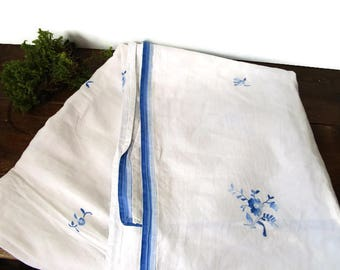 Vintage Linen Tablecloth in White and Delft Blue, Willow blue tablecloth, Embroidered flowers in blue and white linen, blue white Kitchen