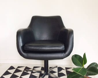 SOLD ** SOLD ** Retro mid century swivel chair