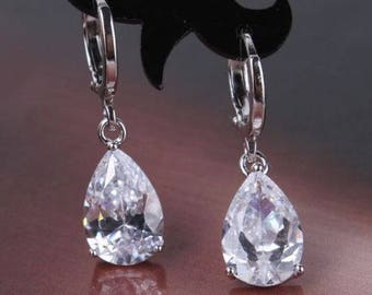 Lovely 18 ct white gold  filled clear sapphire crystal drop earrings