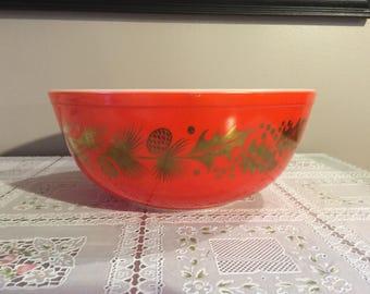 Vintage pyrex christmas holly 4 Qt bowl