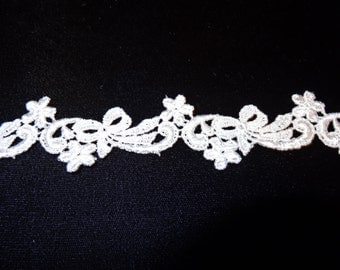 Bows and Daisies Venise Lace Trim