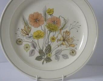 Seven Large Dinner Plates Trend Hedgerow Design