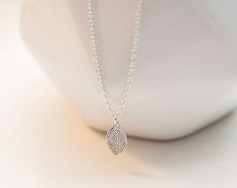 Leaf Charm Necklace - Sterling Silver Dainty Necklace - pretty simple - Leaf Necklace - layering everyday necklace - minimalist jewelry