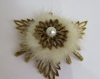 Vintage Real Blonde Mink and Faux Pearl Brooch - Gold Tone Metal - 1960's
