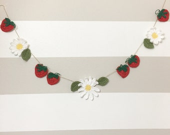 Crochet Strawberry and Daisy Garland, spring, banner, bunting, home decor, farmhouse, country decor