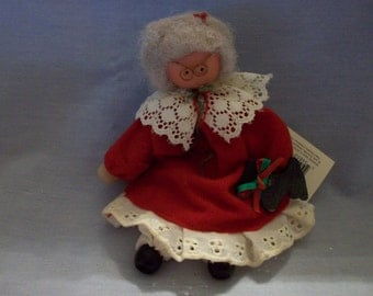 Clara's Cupboard Mrs. Claus Clothespin Doll, Christmas Dolls, Christmas Decor, Mrs. Claus, Clothespin Dolls, Dolls, Clara's Cupboard