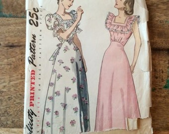 Vintage Simplicity Pattern #2681 for Two Nightgowns Misses Size 14