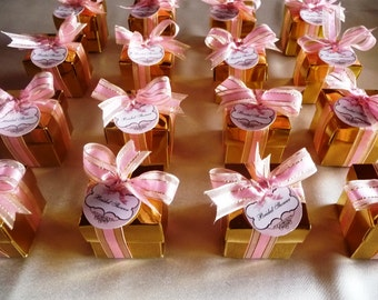 Gold favors for a cosmopolitan party