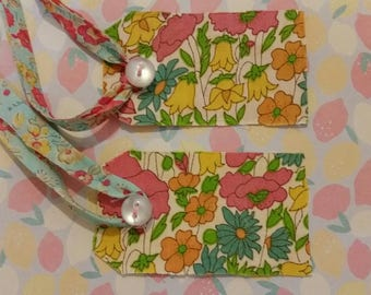 Liberty fabric gift tags(  2 tags in each set)