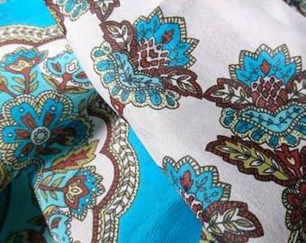 Vintage scarf. 64cm x 64cm. Lovely bright vibrant colours. Head scarf. Ladies vintage scarf. Vintage fashion.