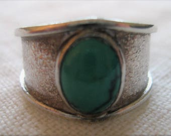 Turquoise Sterling Silver Ring Signed Hammered Silver Design Band Unique Graduation Wide to Narrow From Front To Back Faux Stone