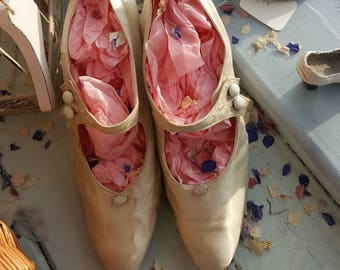 Exquisite 1920s silk shoes
