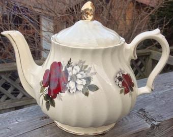 Beautiful Sadler Red Rose Teapot