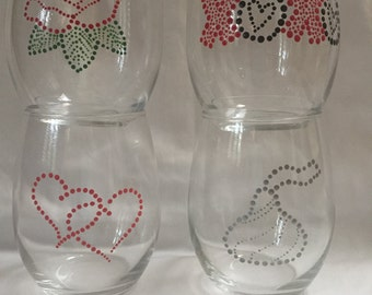 Valentines Day themed stemless wine glasses//Valentines//wine glasses//love//xoxo//rose//kiss//