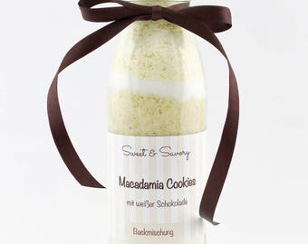 Macadamia cookies with white chocolate, cake mix into the glass, nuts, chocolate, biscuits, ideal as the birthday gifts for him and her