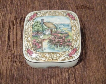 Porcelain music box by Heritage House, Valentine Seranades, free shipping