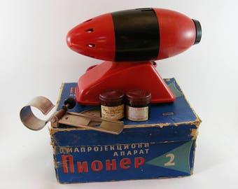 Vintage Rocket Shape Pioner 2 Diaprojektor Diaprojekcioni Aparat USSR