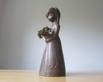 Vintage 70s ceramic figurine - girl with flowers
