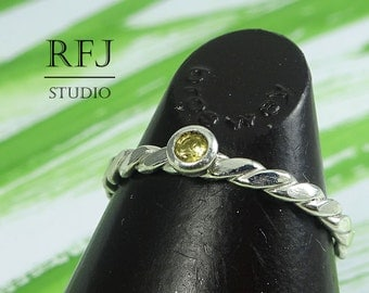 Natural Peridot Twist Flat Silver Ring, 2 mm Round Cut August Birthstone Ring, Flat Rope Genuine Green Peridot Ring, Sterling Braided Ring