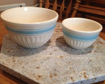 """1940's Hull Ware 7 1/2"""" and 5 1/2"""" mixing bowls"""