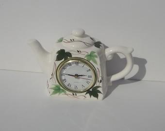 Vintage Ivy Teapot Clock