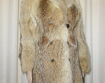 Vintage joli  manteau de fourrure de coyote/ Vintage beautiful coyote fur coat  SIZE SMALL  BUST 38