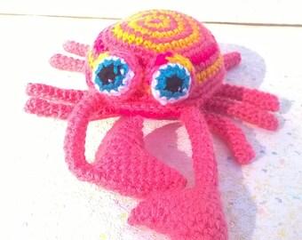 Little pink and yellow spiral crab type amigurumi/zoogurumi, Cévennes