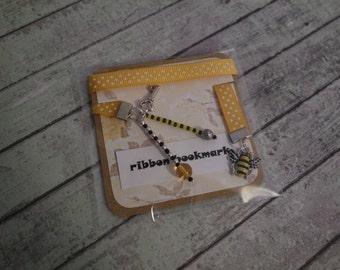 Bee charm bookmark / Bumble bee bookmark / Ribbon bee bookmark / Busy bee bookmark /Book accessory / Gift idea / stocking filler / Honey bee