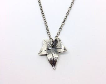 Silver ivy leaf necklace