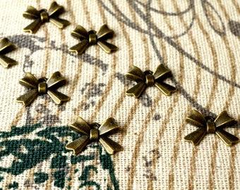 Bow charms 10 antique bronze vintage style pendant charm jewellery supplies C118