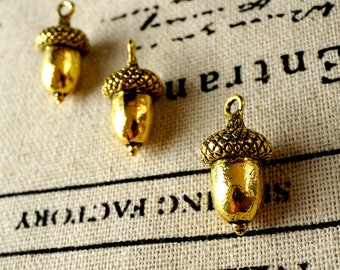 Acorn charm 4 gold vintage style pendant jewellery supplies C142